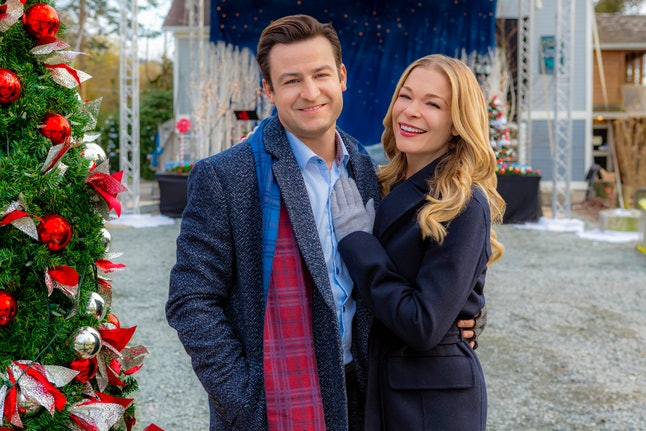 All The 2018 Hallmark Christmas Movies Premiere Dates So You Can