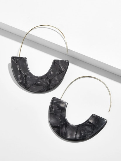 Faidra Resin Drop Earrings In Black