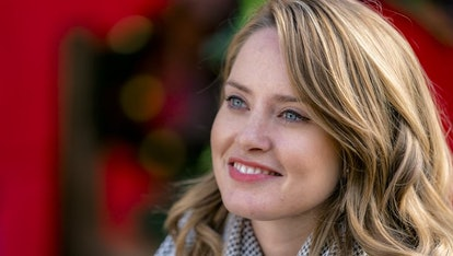 The 2018 Hallmark Christmas Movies Starring Your Favorite CW Stars Will Give You A Holiday ...