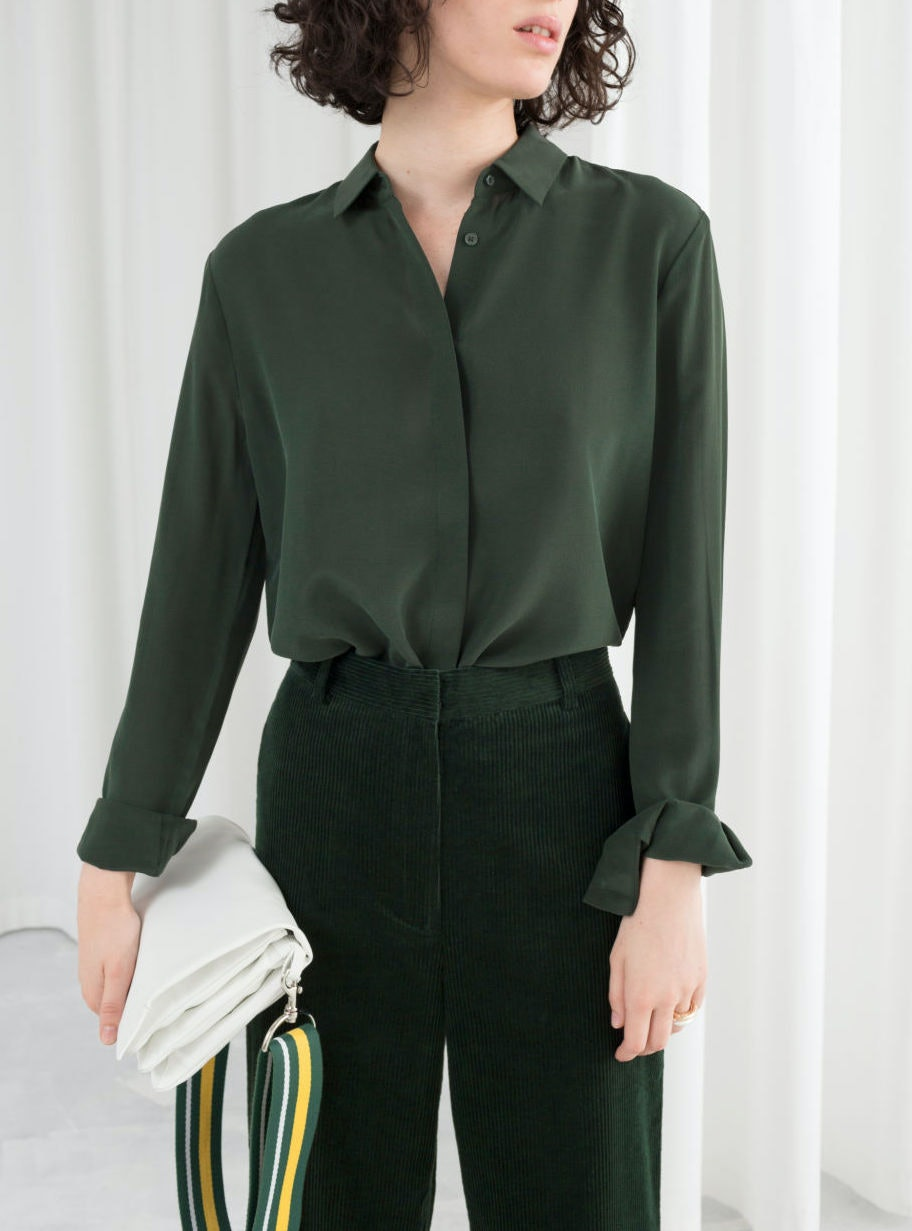 82e85fc3 Meghan Markle's Green Silk Shirt Is From & Other Stories (& It's Under $100)