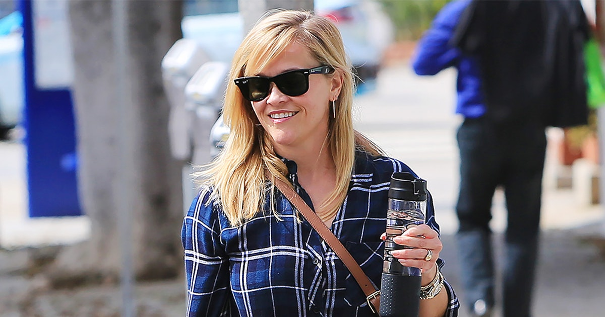 Reese Witherspoon's Favorite Button-Down Shirt Is On Sale For 25 Percent Off (But Not For Long)