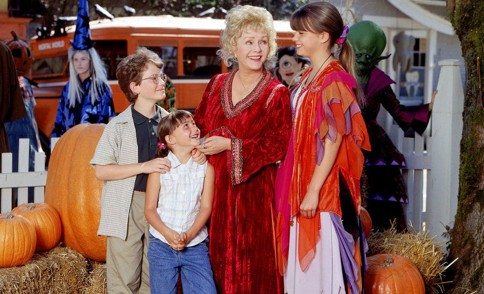 these diy halloweentown halloween costumes will make you channel your inner witch