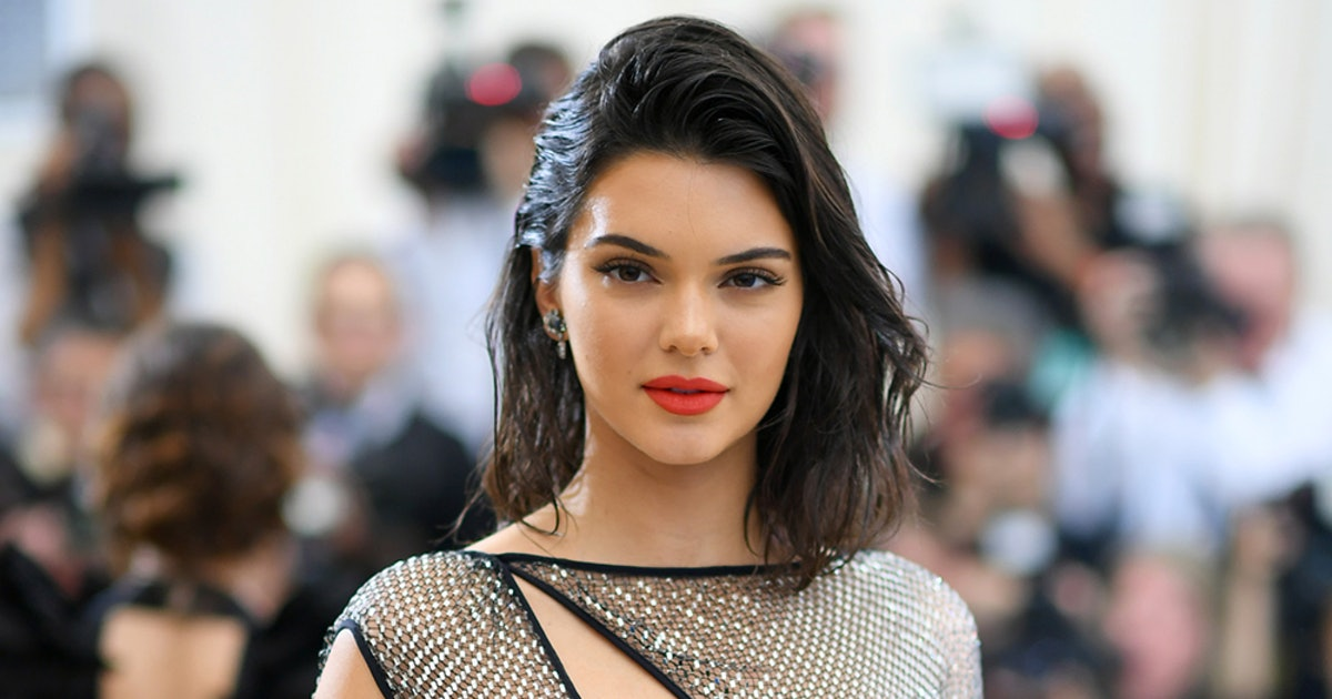 Kendall Jenner's Black Tank Top Is The Perfect '90s-Inspired Basic (& It's Only $32)