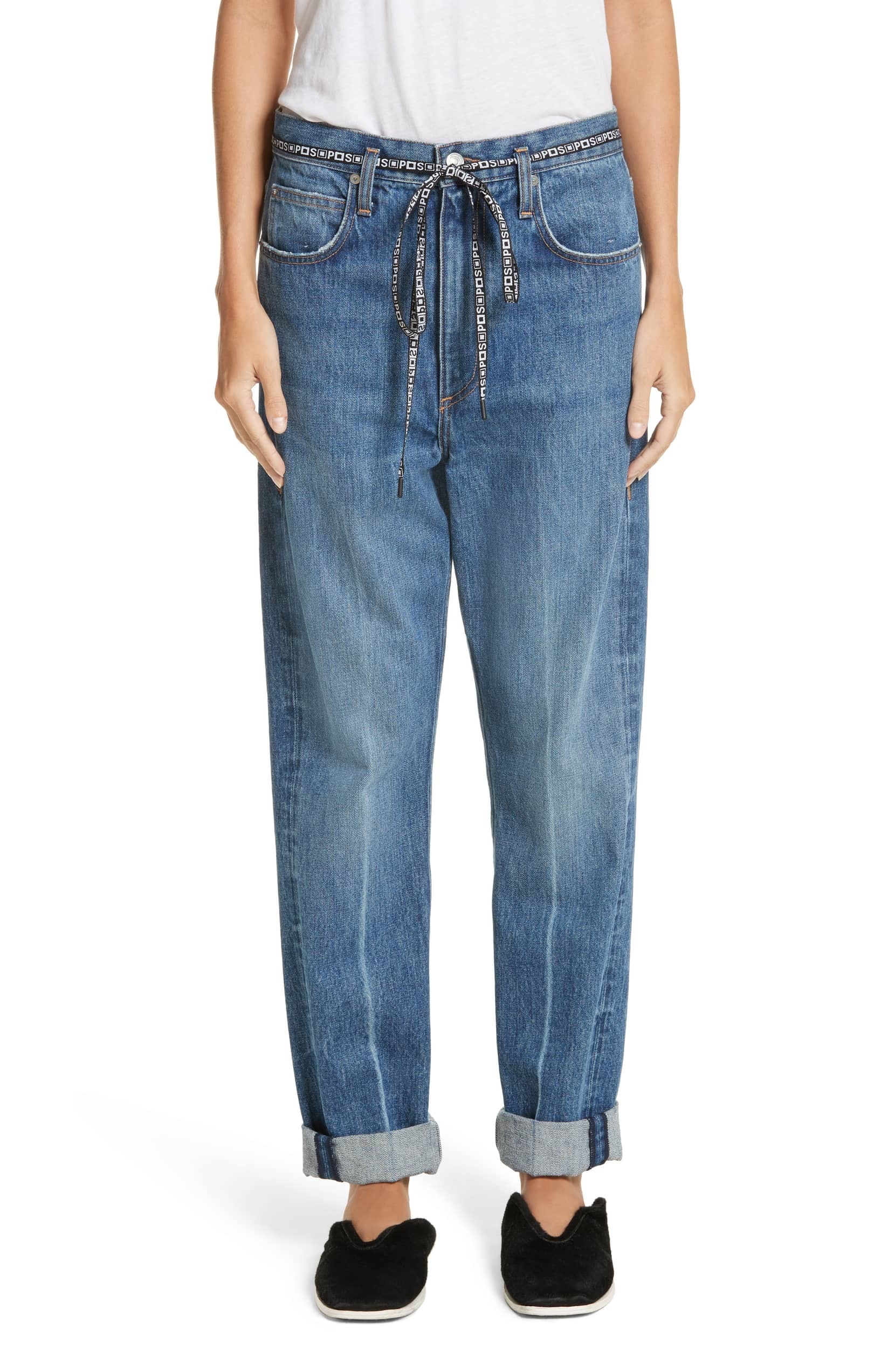 cd151ddbc How To Style Baggy Jeans — The Anti-Skinny Jeans Trend Taking Over