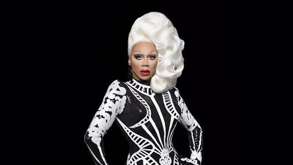 A Rupaul S Drag Race Holiday Special Is Coming In December To