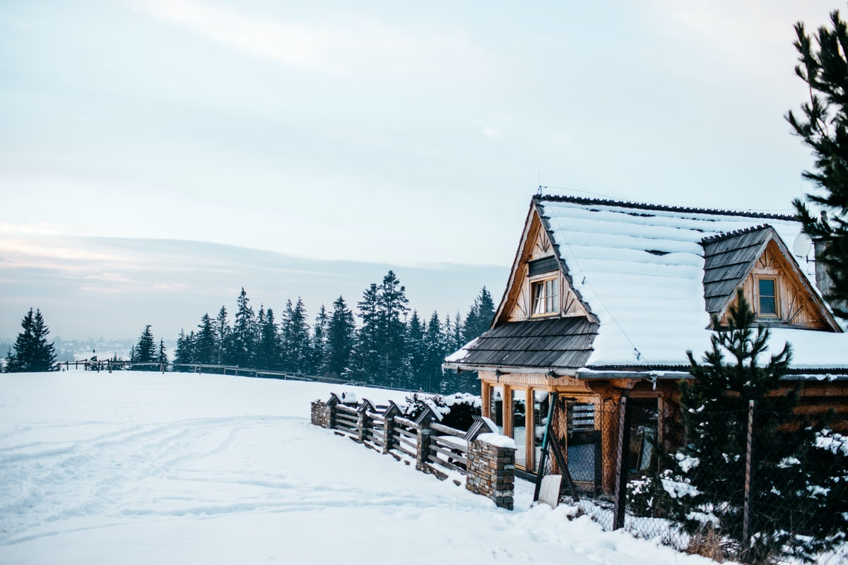 10 Romantic Cabin Getaways For Couples Looking To Reconnect