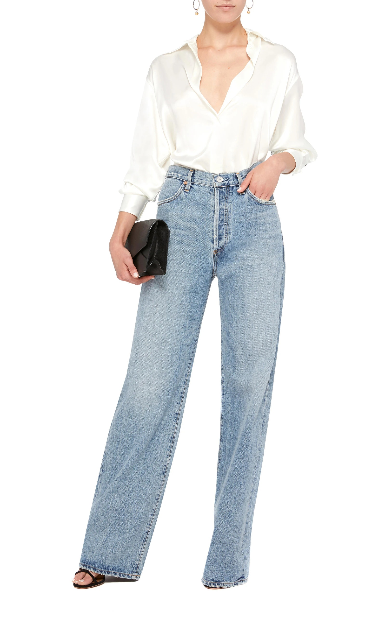 1f7985a0b4 How To Style Baggy Jeans — The Anti-Skinny Jeans Trend Taking Over
