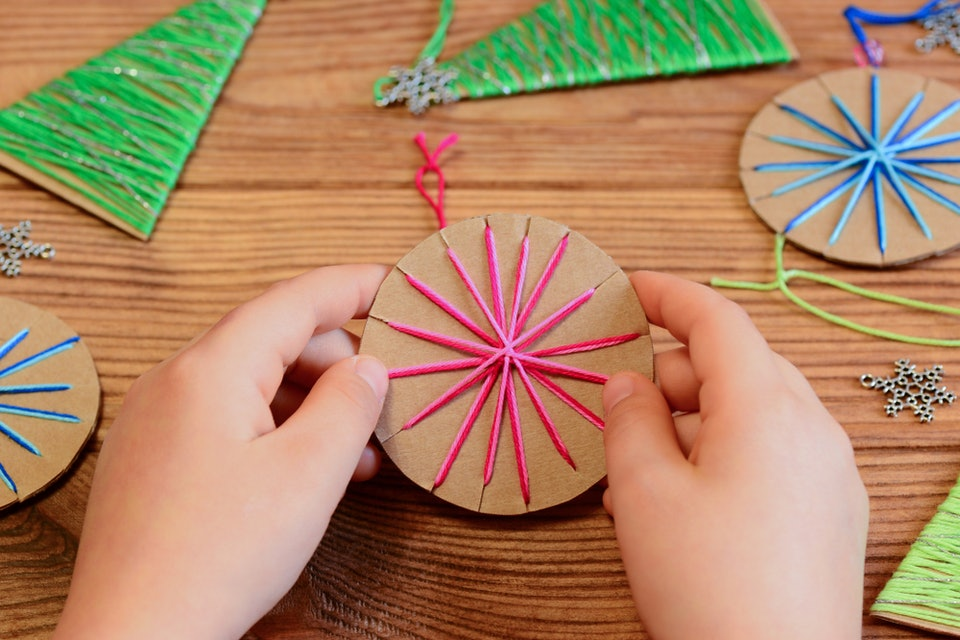 12 Easy Christmas Ornaments Kids Can Make Without Destroying Your House