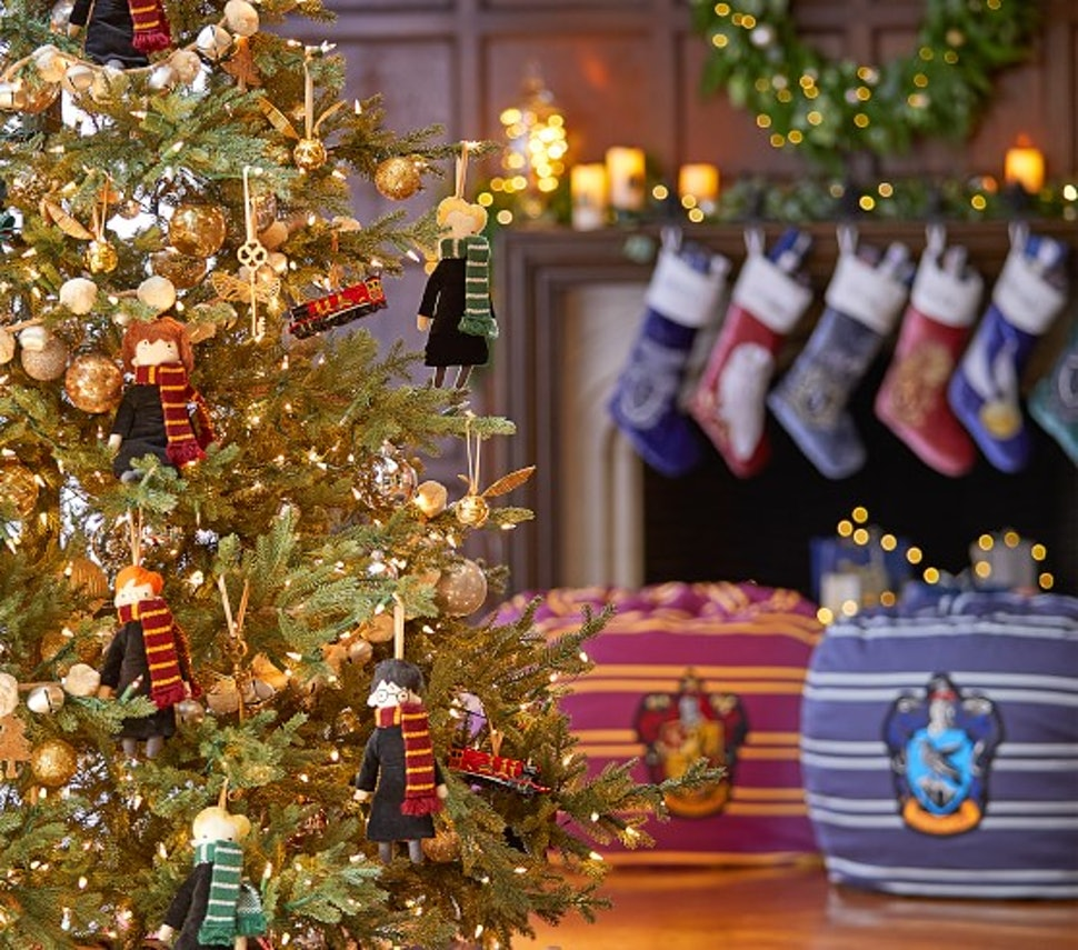 15 Harry Potter Holiday Decorations That Will Make Your Space As Cozy As The Gryffindor Common Room