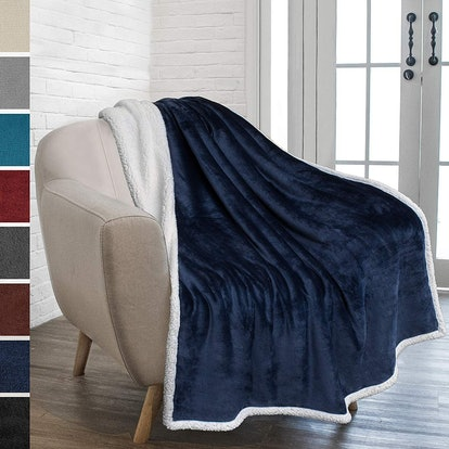 PAVILIA Sherpa Throw Blanket