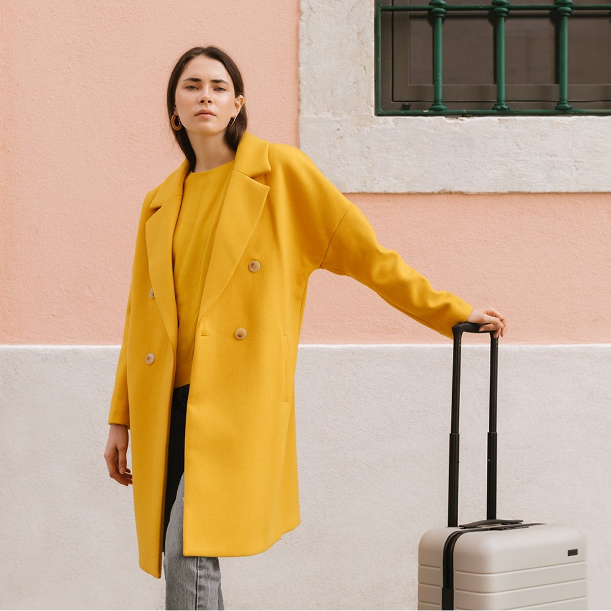5 Comfy, Stylish Travel Outfits Fashion Insiders Swear By For The Holidays