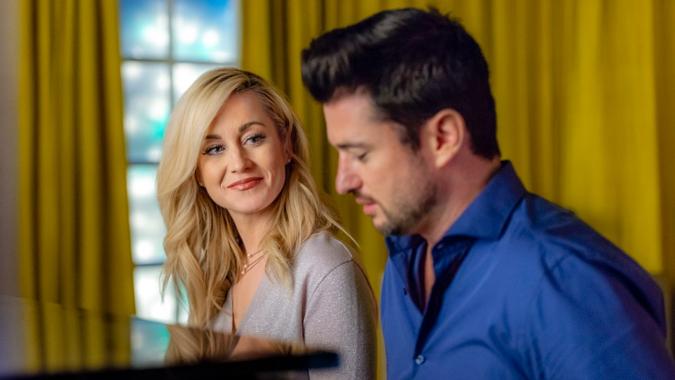 Does Kellie Pickler Sing In \'Christmas at Graceland\'? Don\'t Be ...