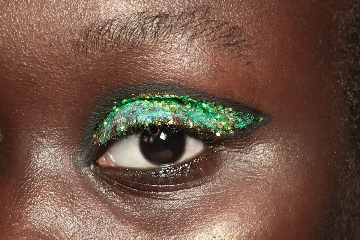 Glitter Makeup For The Holidays Is Here To Stay, According To Vincent Oquendo