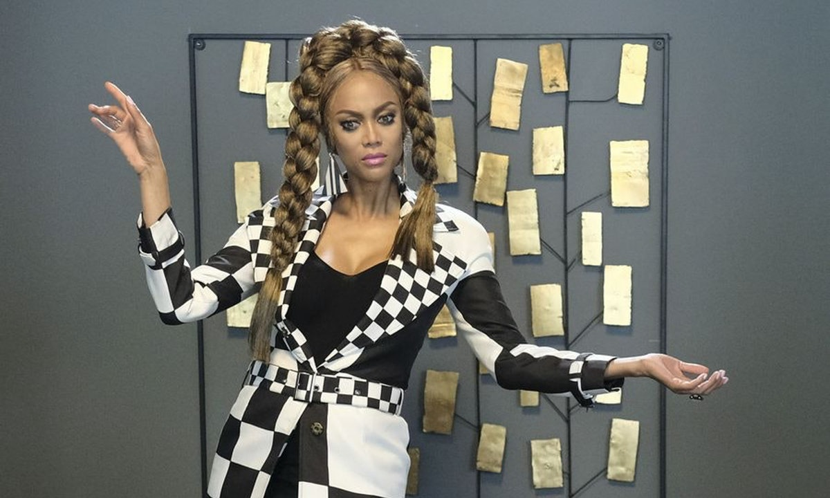 """'Life Size 2' & Tyra Banks Just Released A """"Be A Star"""" Remix & You'll Want To Play It At Every Single Holiday Party"""