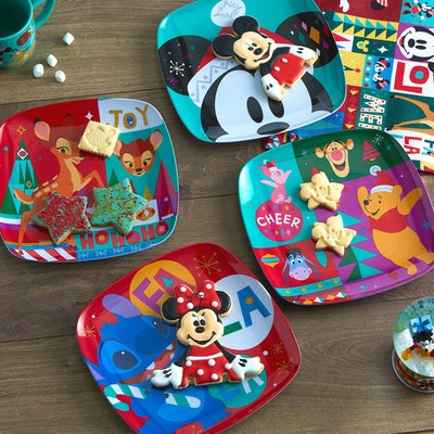 Mickey Mouse And Friends Holiday Cheer Plate Set