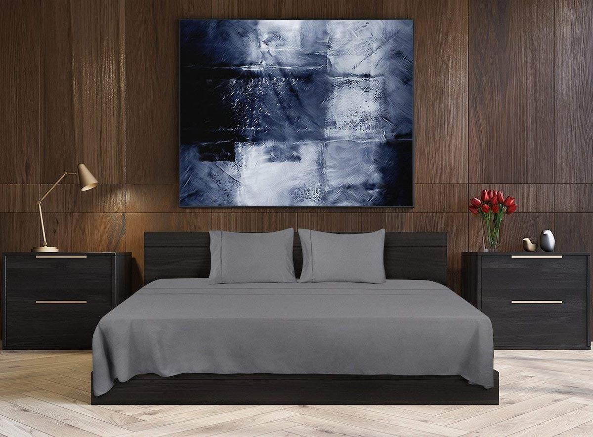 Utopia Bedding Soft Brushed Microfiber Bed Sheet Set