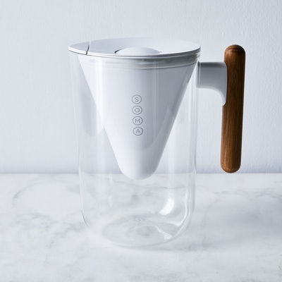 Soma 10-Cup Pitcher with Oak Handle
