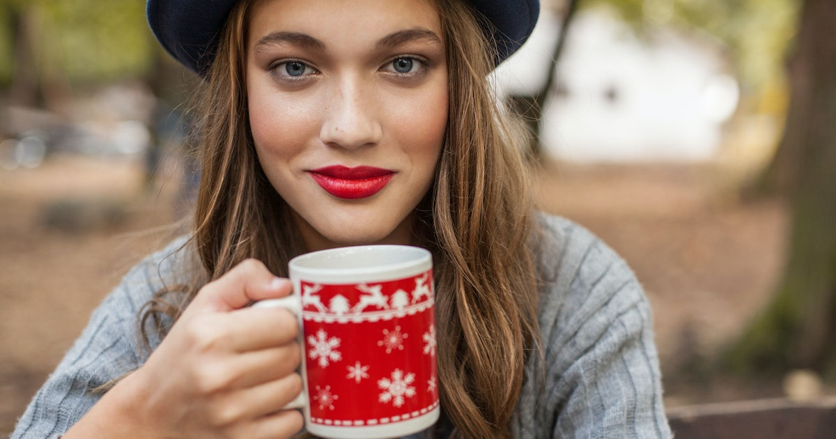 How To Avoid Getting Sick Around The Holidays With These 7 Expert Approved Tips