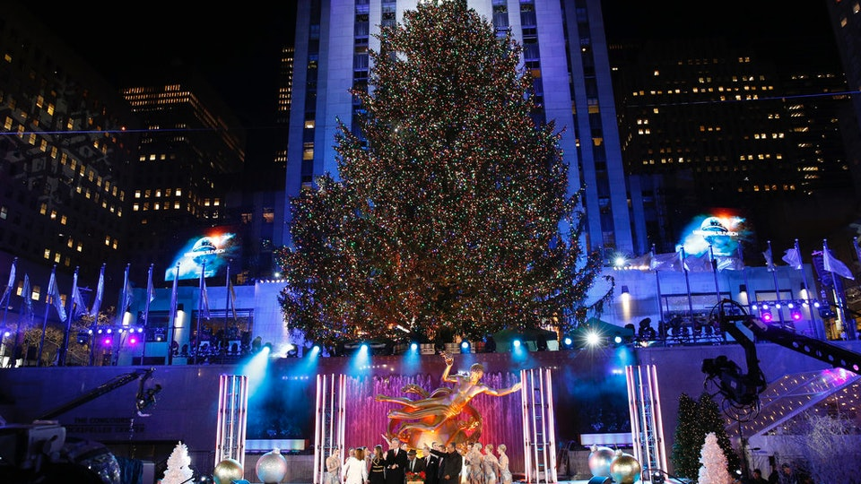 How To Watch 'Christmas In Rockefeller Center' & Enjoy The Tree Lighting Celebration Without The Crowds