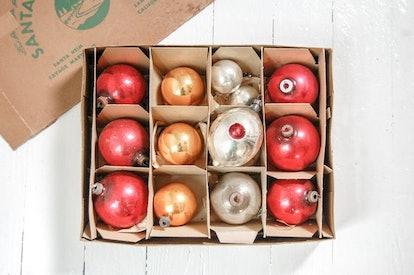 The Zoe Bird Minimalist Vintage Christmas Ornaments - Mod Holiday Decor