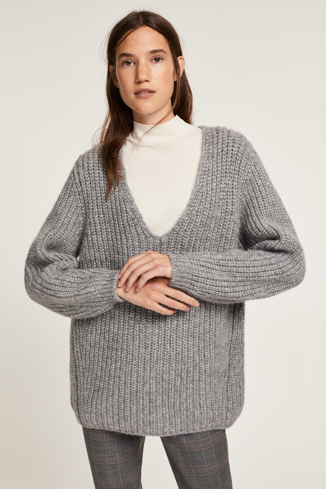 c2df87fd9660 How To Wear Chunky Sweaters Like A Fashion Influencer