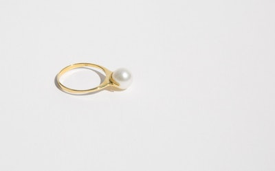 Saskia Diez Pearl Ring Solitaire