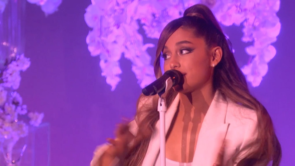 the video of ariana grande tripping while performing