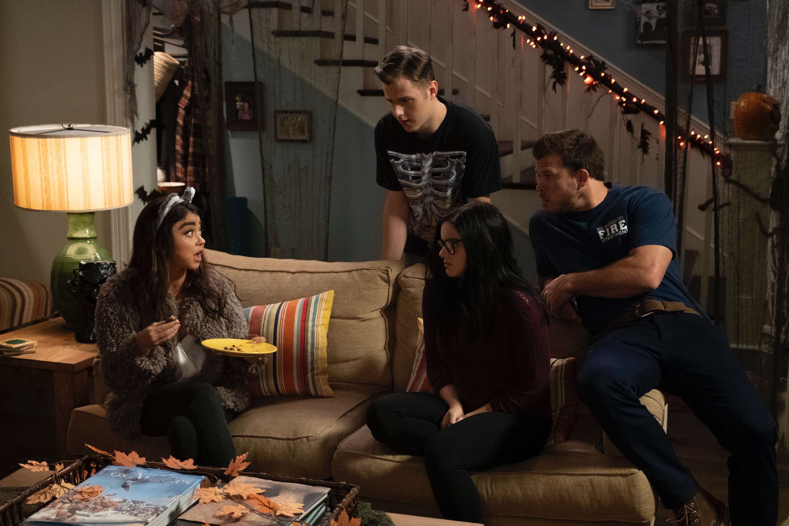 The Modern Family Pregnancy Was A Surprise To Everyone Except Sarah Hyland Photos