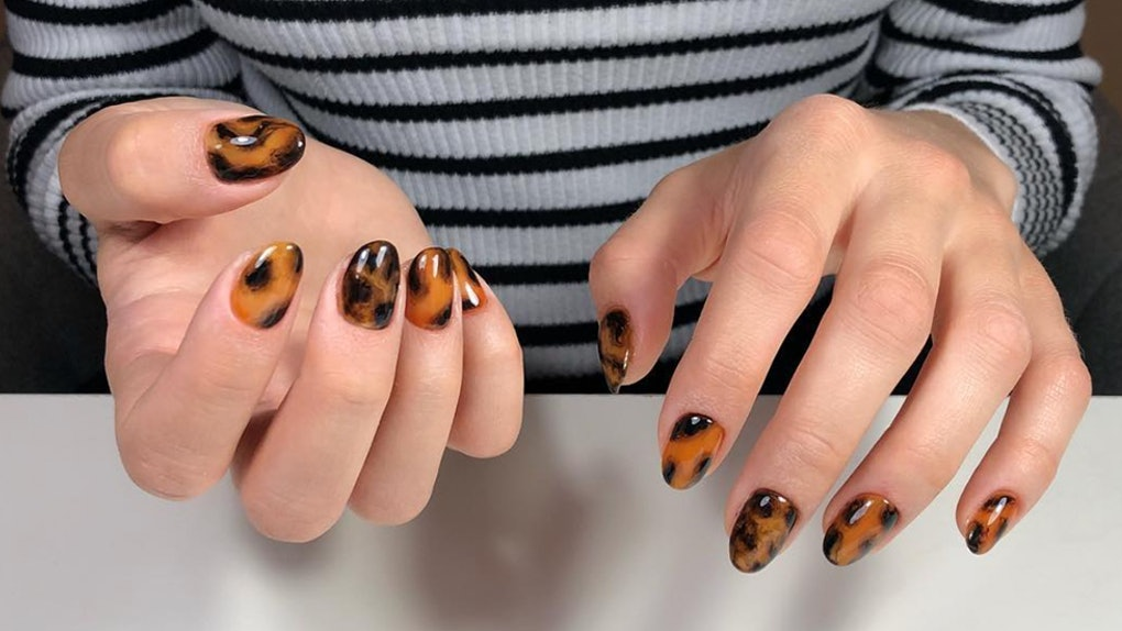 Nails 574 Fit Crop Faces Auto Format 70 The Tortoiseshell Nail Trend Is Taking Over Instagram You Can Totally Try It Out At Home