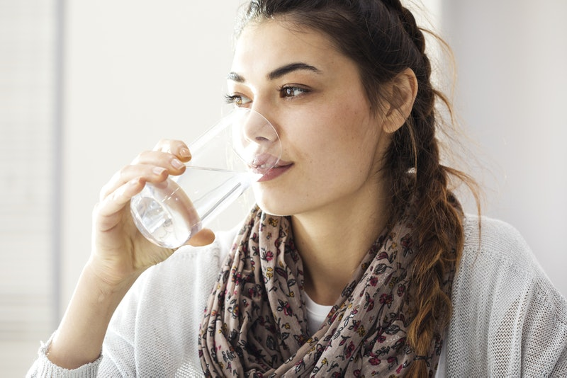 Drinking a glass of water is a good way to start the day.