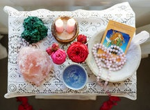 Experts explain where you should be keeping your crystals at home.