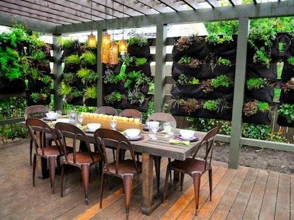 DelectableGardenShop 12 Pocket Outdoor Vertical Garden Planter