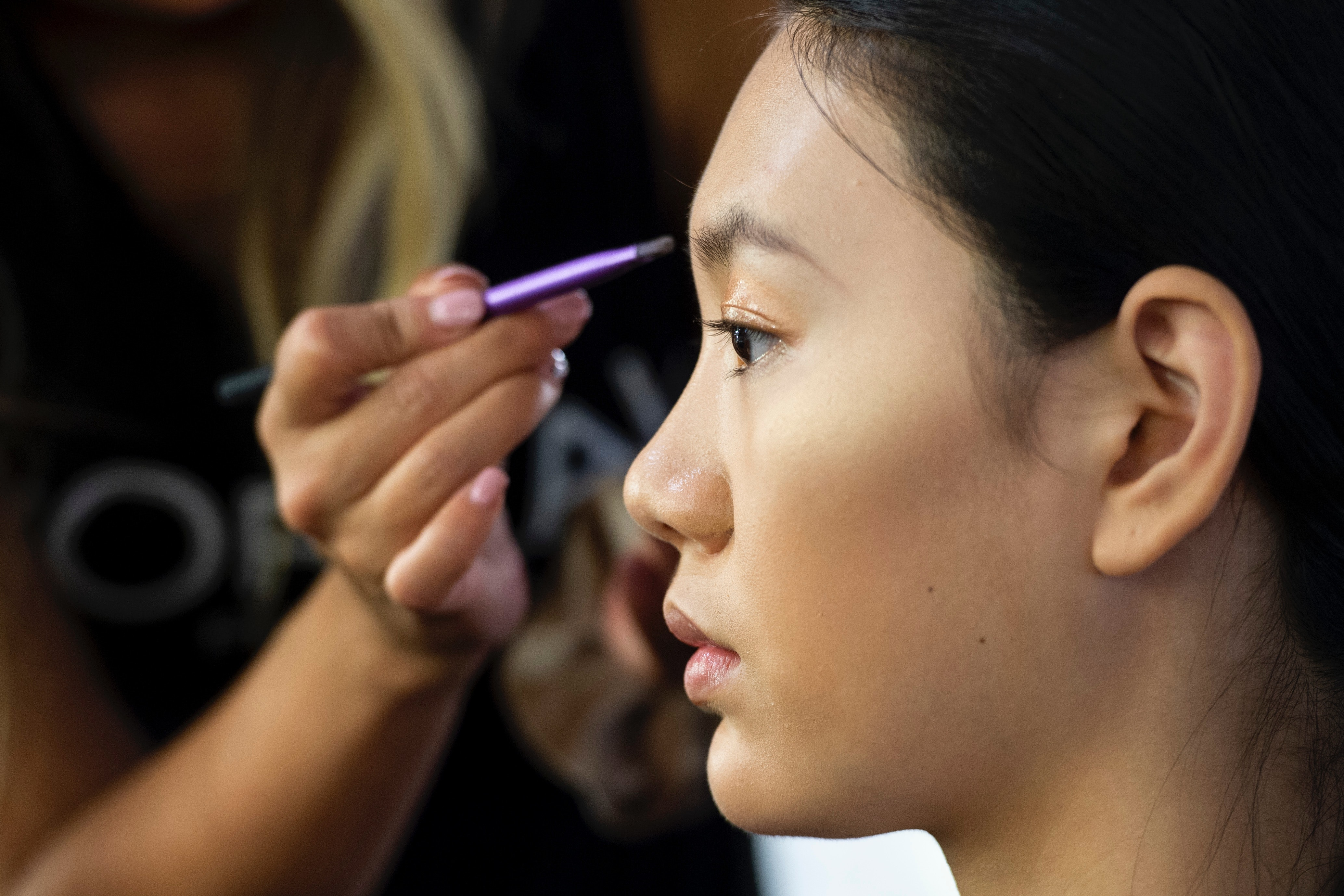 Does Brow Regrowth Serum Really Work? The Pros Explain