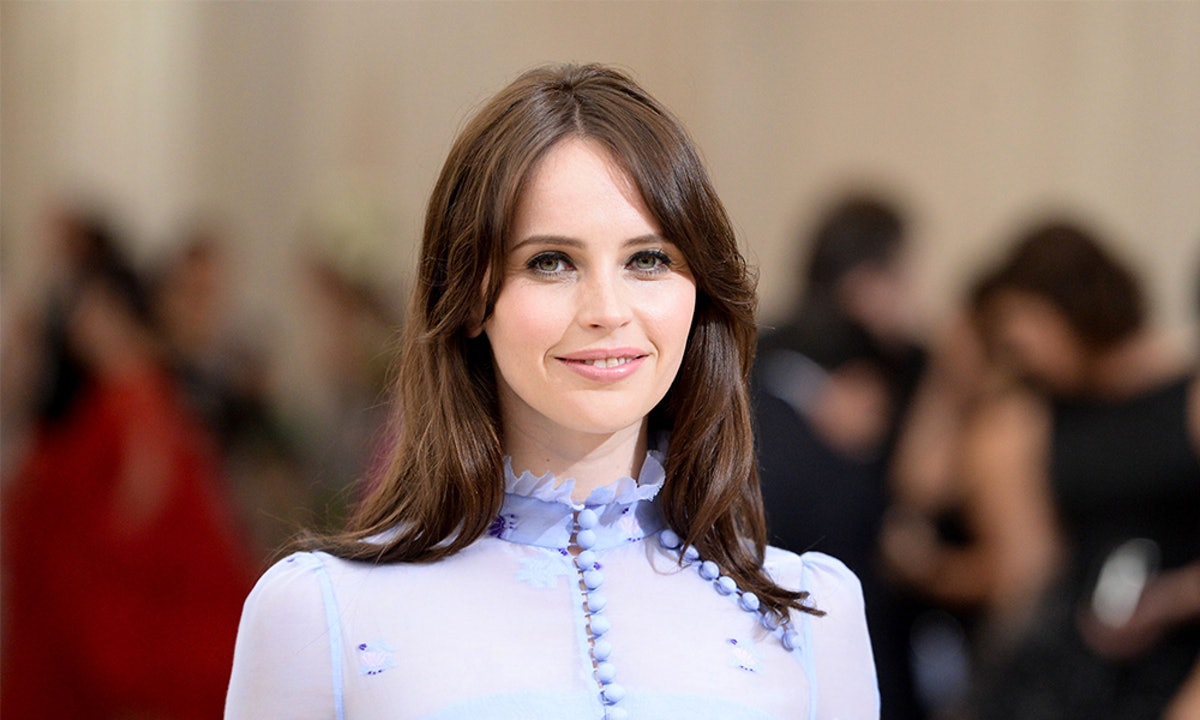 Felicity Jones' Croc-Effect Bag Is So Easy To Dress Up — Here's How She Does It