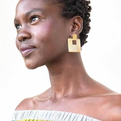 Horn Door Knocker Earrings in Brass/Natural