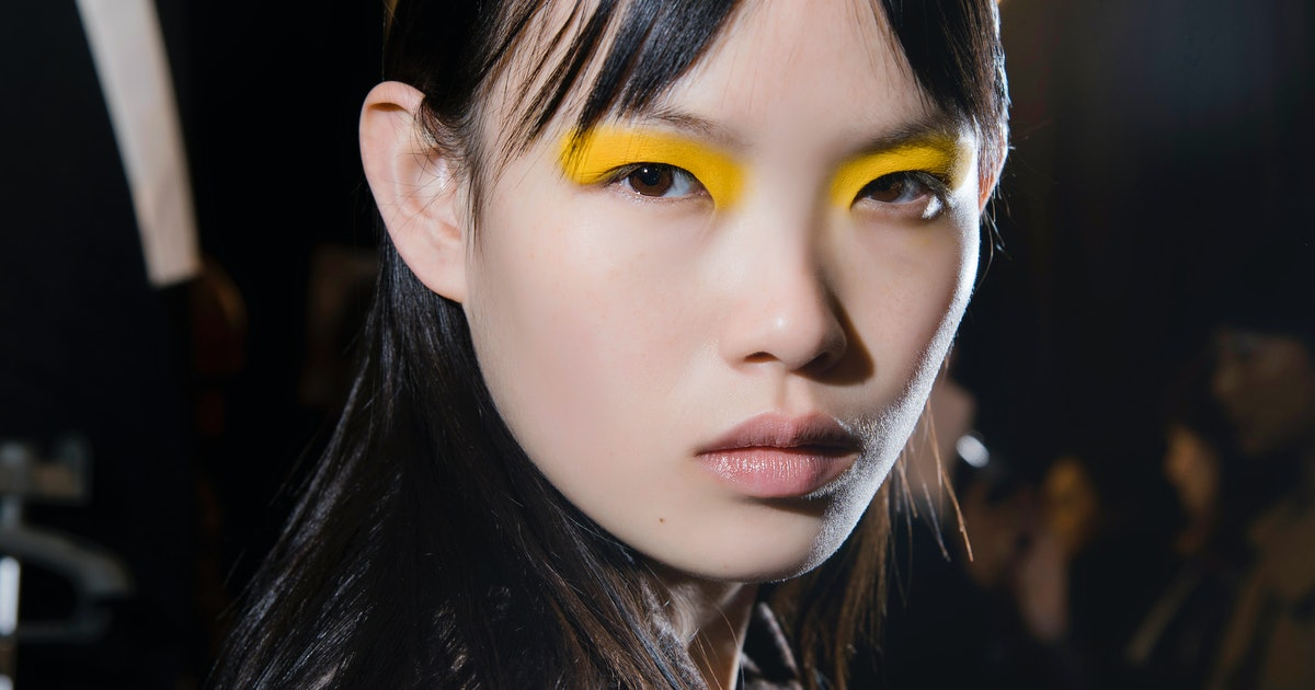 Fashion Week Beauty 2018: These 2018 Holiday Beauty Trends Are Here To Help You Sleigh
