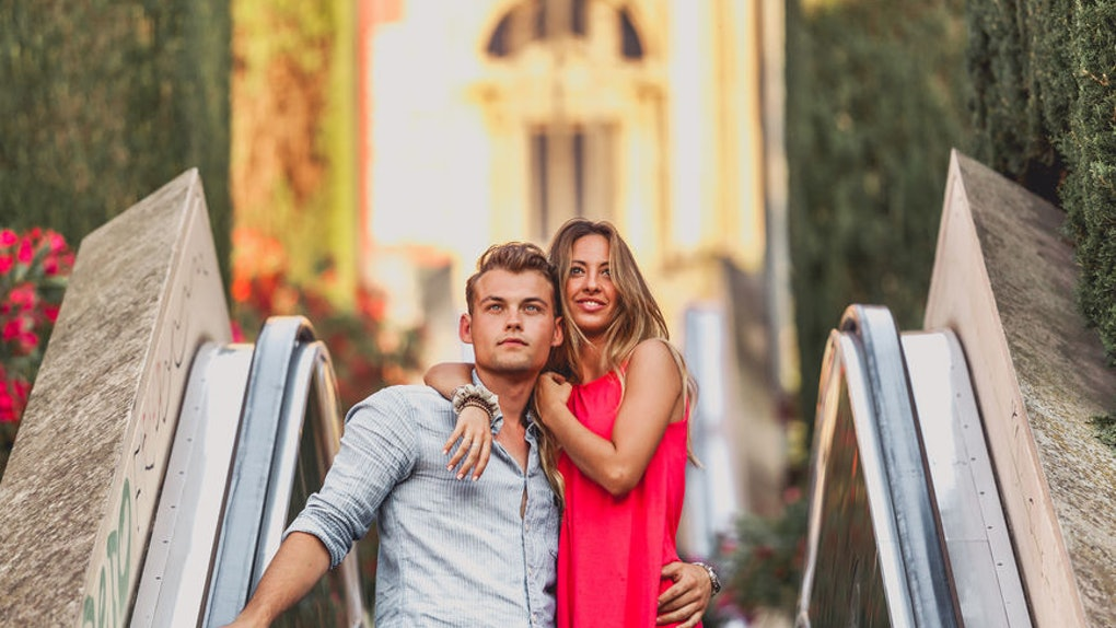 4 Body Language Signs Your Date's Not Interested In You
