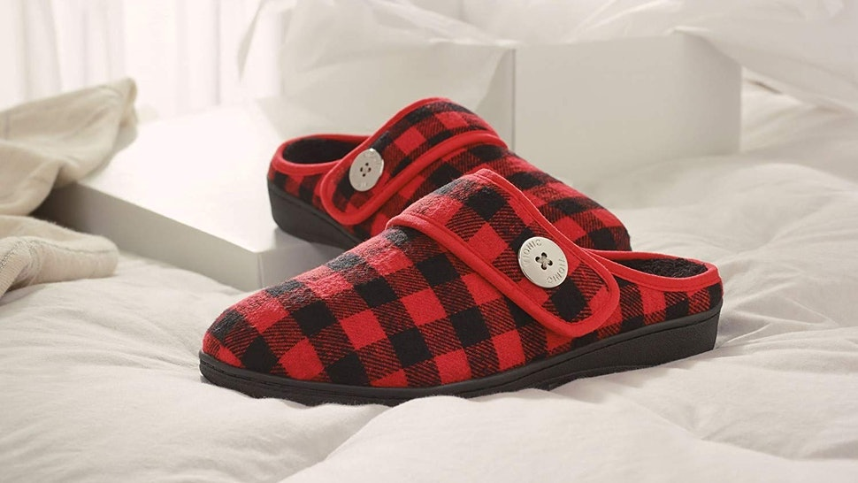 2ac24bfc3b47 The 3 Best Orthotic Slippers