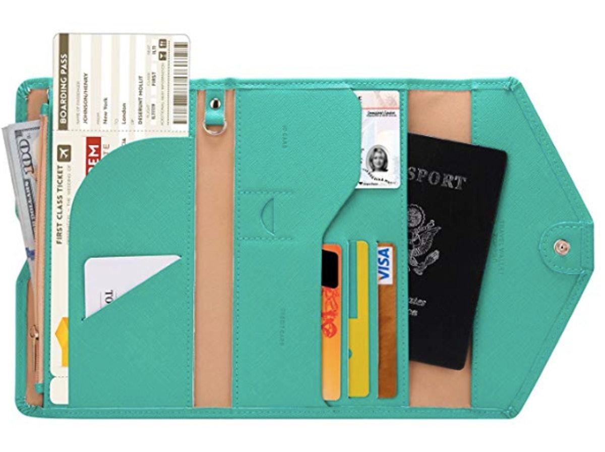 Zoppen RFID-Blocking Passport Wallet
