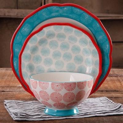 The Pioneer Woman Scalloped 12-Piece Dinnerware Set
