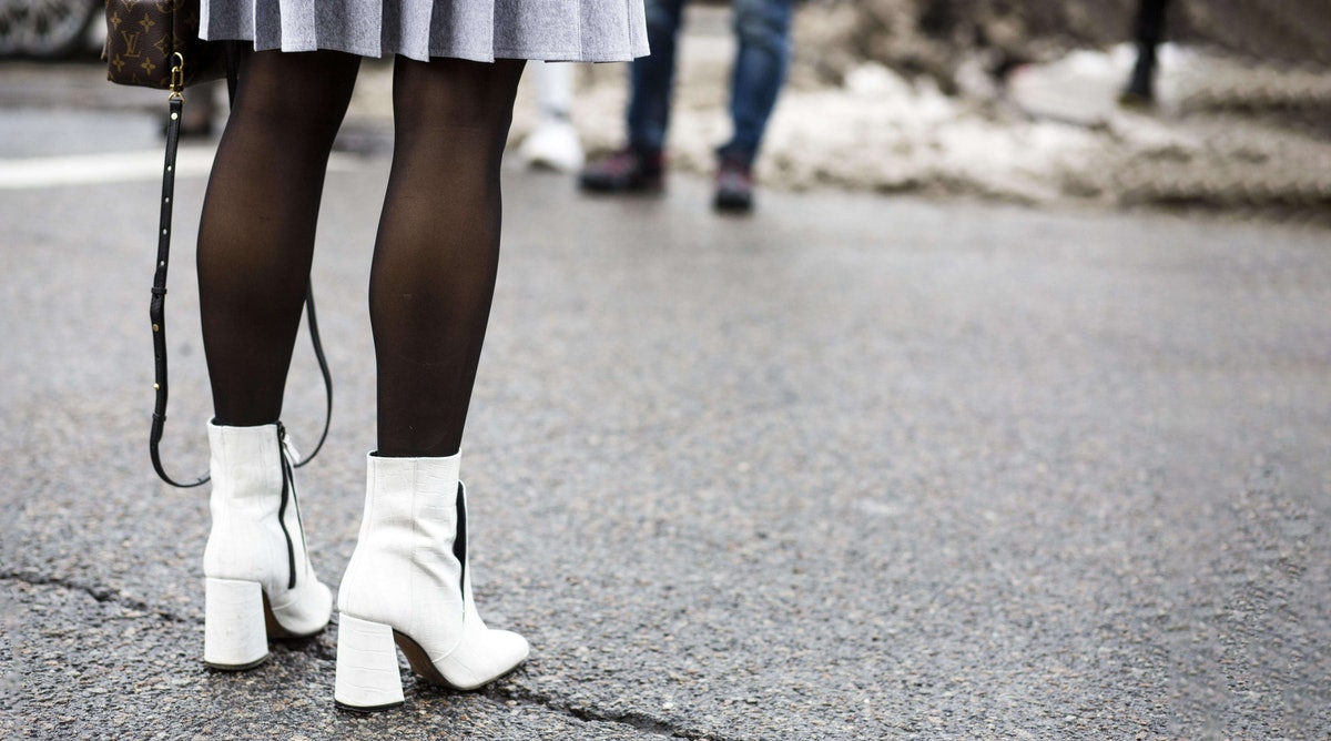 9 Cute Outfits With Black Tights That  Street Style Stars Have Already Perfected For Winter