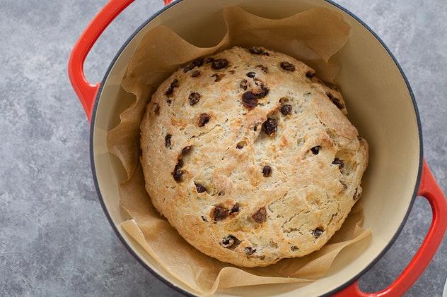 pot of raisin bread