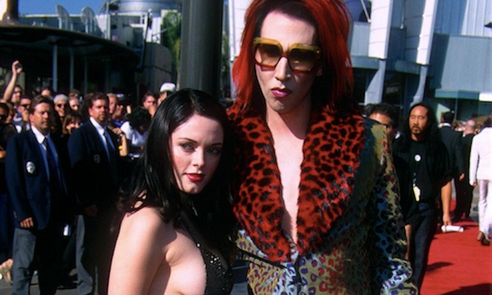 Rose McGowan\'s Controversial 1998 VMAs Dress Was Actually A Harvey ...
