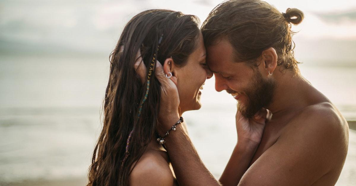 strangers hook up live gillette razor dating