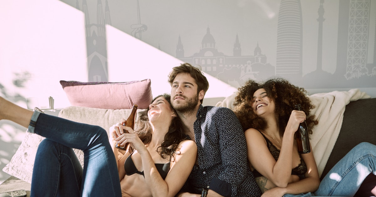 How To Deal With Your Roommates Becoming Friends With Your Friends, According To Experts