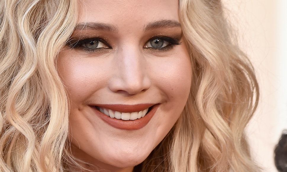 Jennifer Lawrences 2018 Oscars Hair Was A Crimped Masterpiece