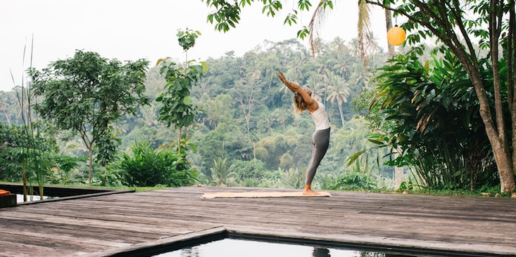 Awesome 5 Outdoor Yoga Poses To Try When The Weatheru0027s Begging You To Bring Your  Mat Outside