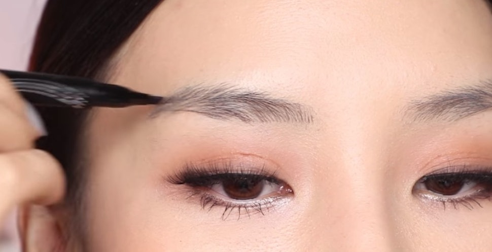 Maybelline S New Tattoo Brow Ink Pen Is Meant To Mimic Microbladed
