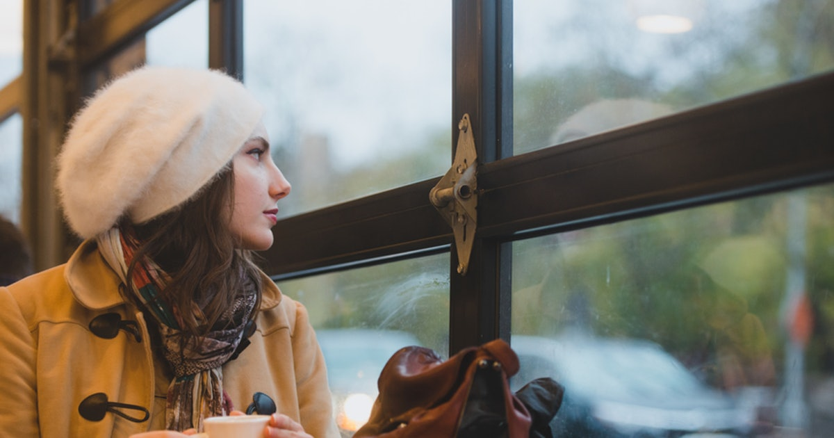 The Difference Between Social Anxiety & Introversion Isn't Always Clear, So Here's The Deal