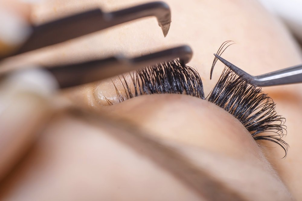 Best way to take false lashes off